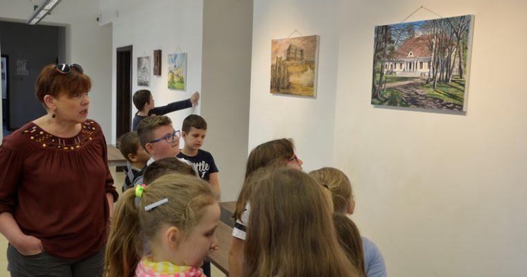 """Wizyta klasy II """"a"""" i wystawa Andrzeja Borusiewicza"""