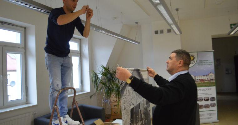 Przygotowania związane z otwarciem wystawy pozyskanej z Muzeum Wojska w Białymstoku