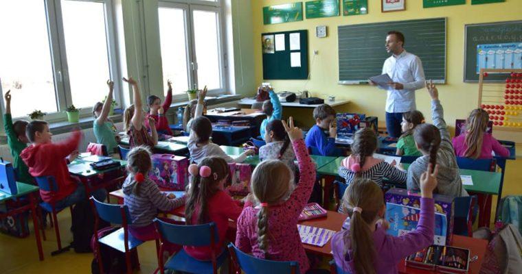 Wizyta w Szkole Podstawowej im. Zesłańców Sybiru w Niedźwiadnej w ramach diagnozy środowiskowej